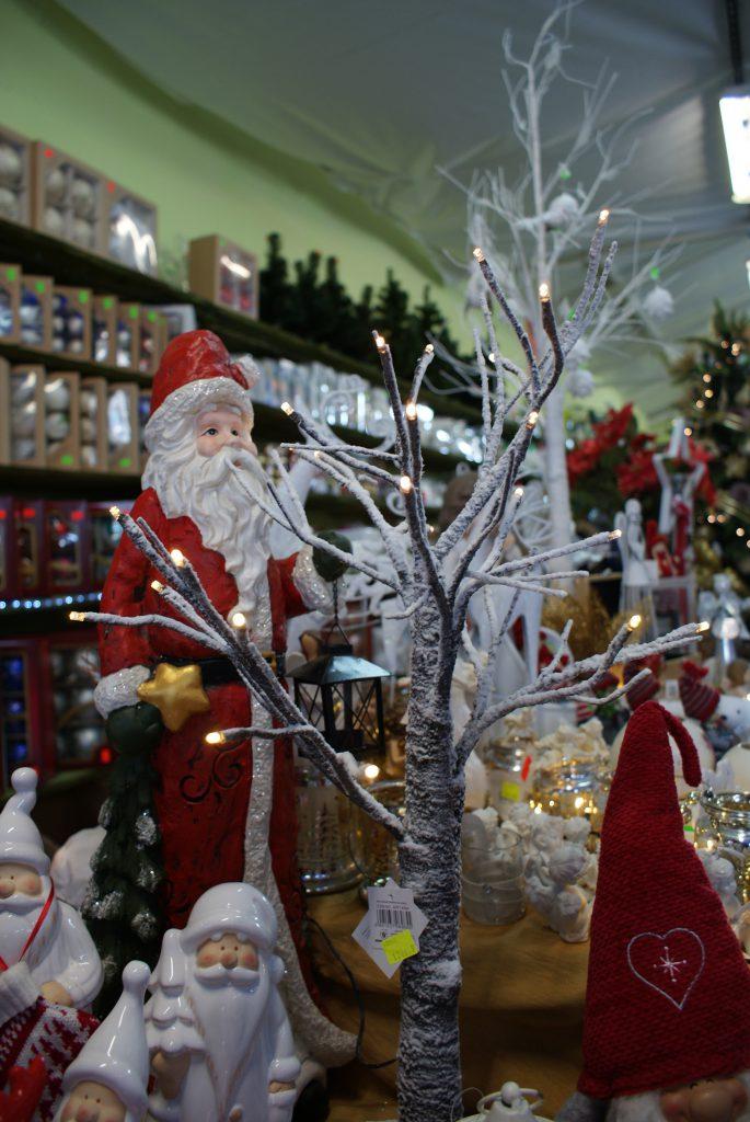 Szeroki wybór dekoracji i ozdób świątecznych
