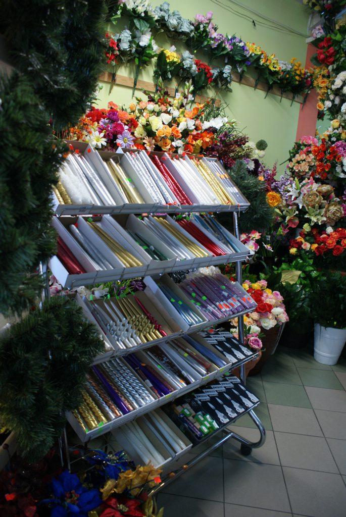 Szeroki wybór świec i świeczników świątecznych