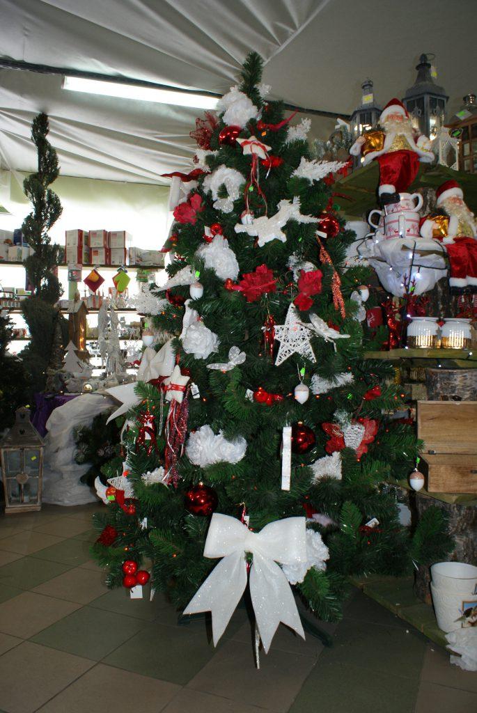 Piękne sztuczne choinki do kupienia w Salonach Świątecznych